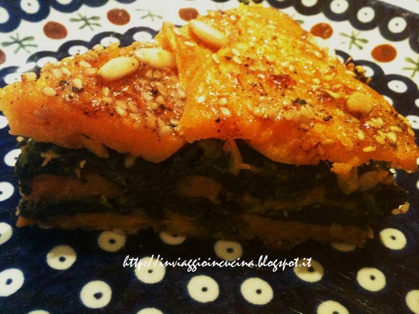 Fetta di tortino di patata dolce e spinaci