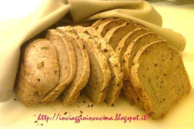 Pane in cassetta pronto e affettato