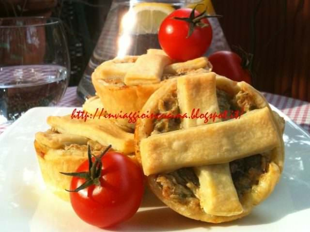 Crostatine con carciofi e pomodorini