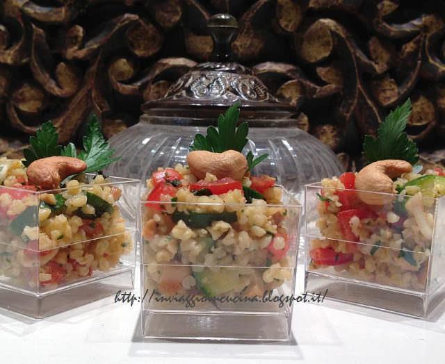 tabulé con anacardi e zucchine