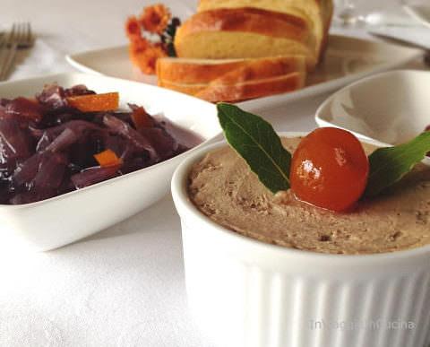 Terrina di patè di fegato di vitello con cipolle caramellate