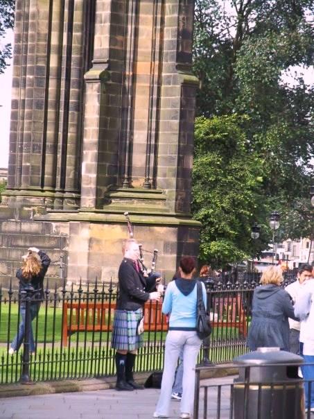 Suonatore di cornamusa ad Edimburgo