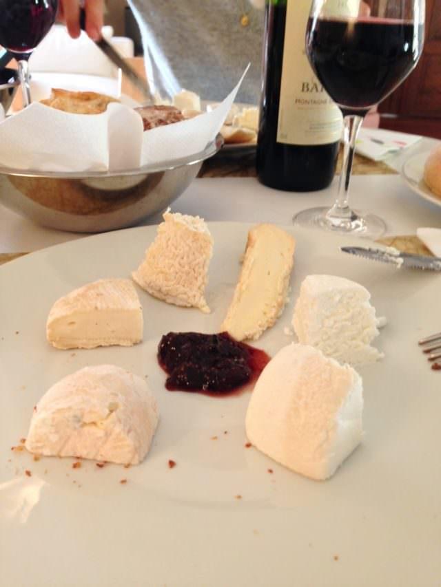 Piatto di formaggi francesi