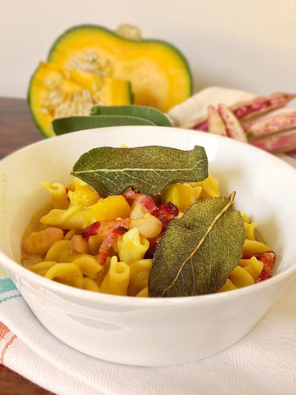Pasta e fagioli in giallo con pancetta e salvia croccanti