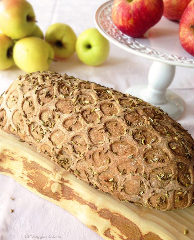 Filetto di maiale in crosta con mele e speck
