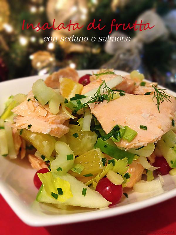 insalata con salmone, sedano e frutta