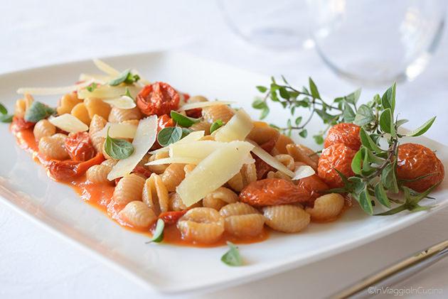 Malloreddus con pomodori confit e pecorino