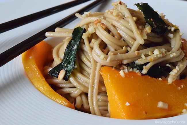Noodles di grano saraceno con zucca butternut