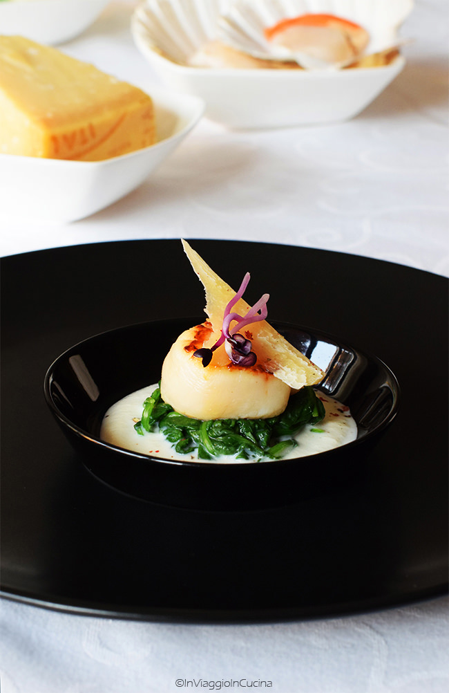 Capasanta su crema di burrata con spinaci e parmigiano
