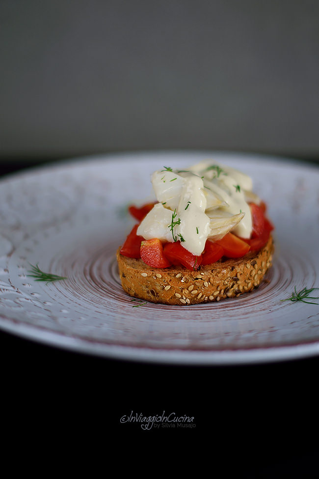 Bruschette con baccalà e salsa pil pil