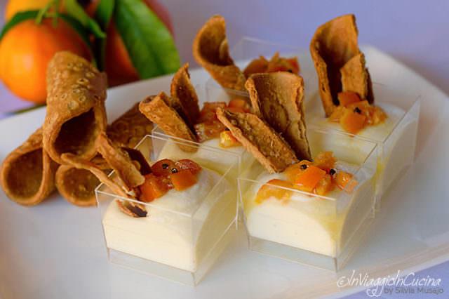 Cannolo salato scomposto nel bicchiere con clementine caramellate