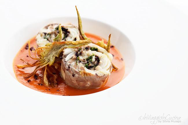 Rollè di branzino su salsa ai peperoni