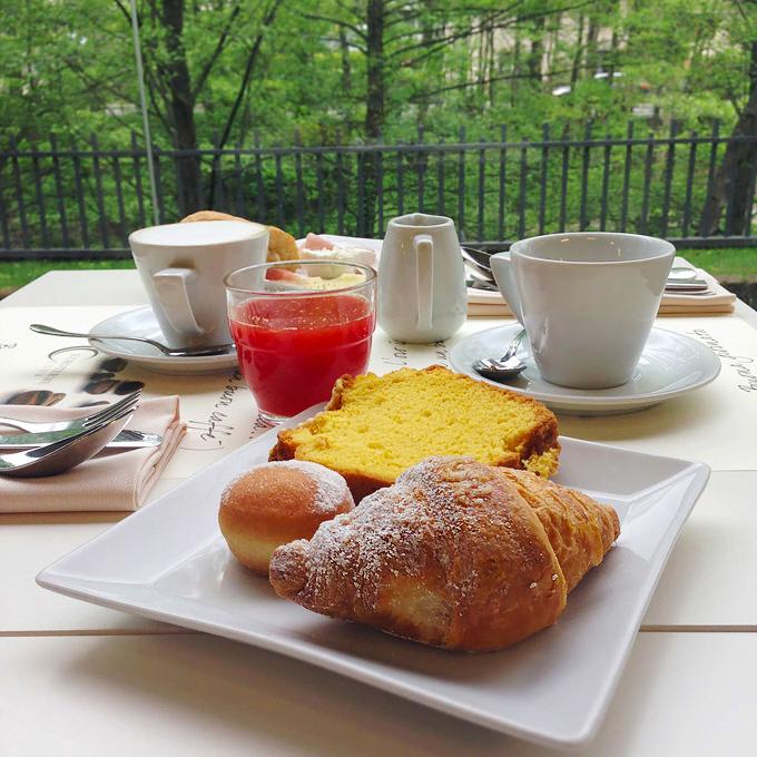 Tavolo con colazione al Roseo Euroterme