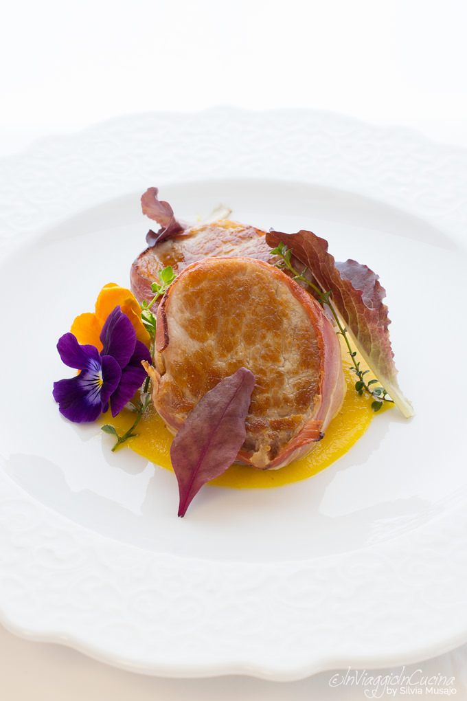 Pork with medlar fruit sauce
