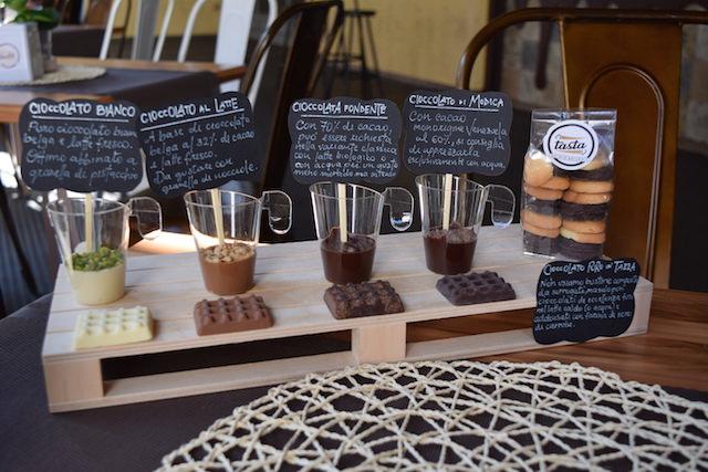 Cioccolate in tazza e dolci siciliani di Tasta