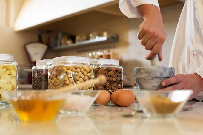 Preparazione del gelato naturale Tasta