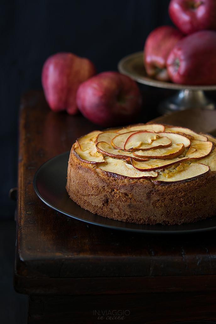 Torta di grano saraceno con mandorle e mele