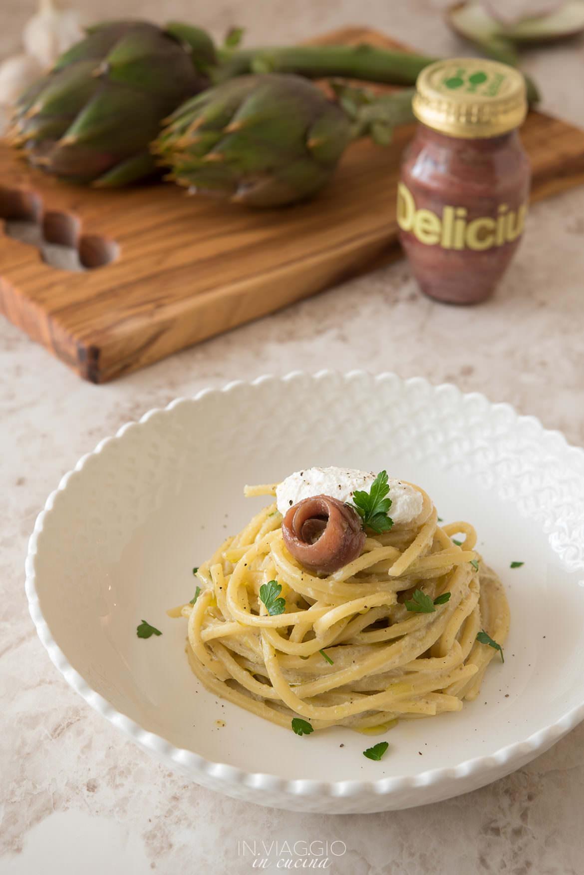 spaghetti con crema di carciofi, alici e ricotta