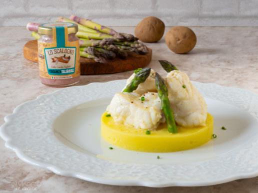 Coda di rospo con asparagi e purè di patate leggero