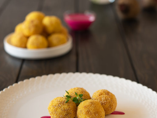 Fish balls with yogurt and beetroot sauce