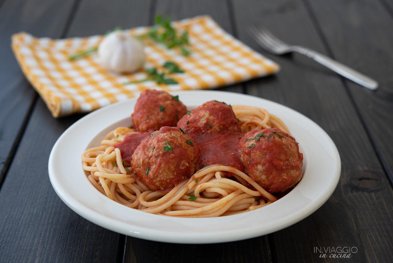 spaghetti with non-fried meatballs in tomato sauce