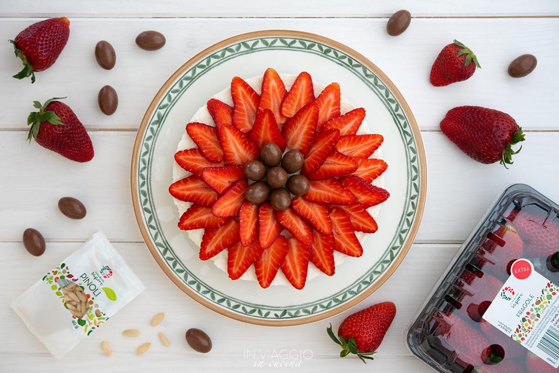 Cheesecake di ricotta senza cottura con fragole e cioccolato