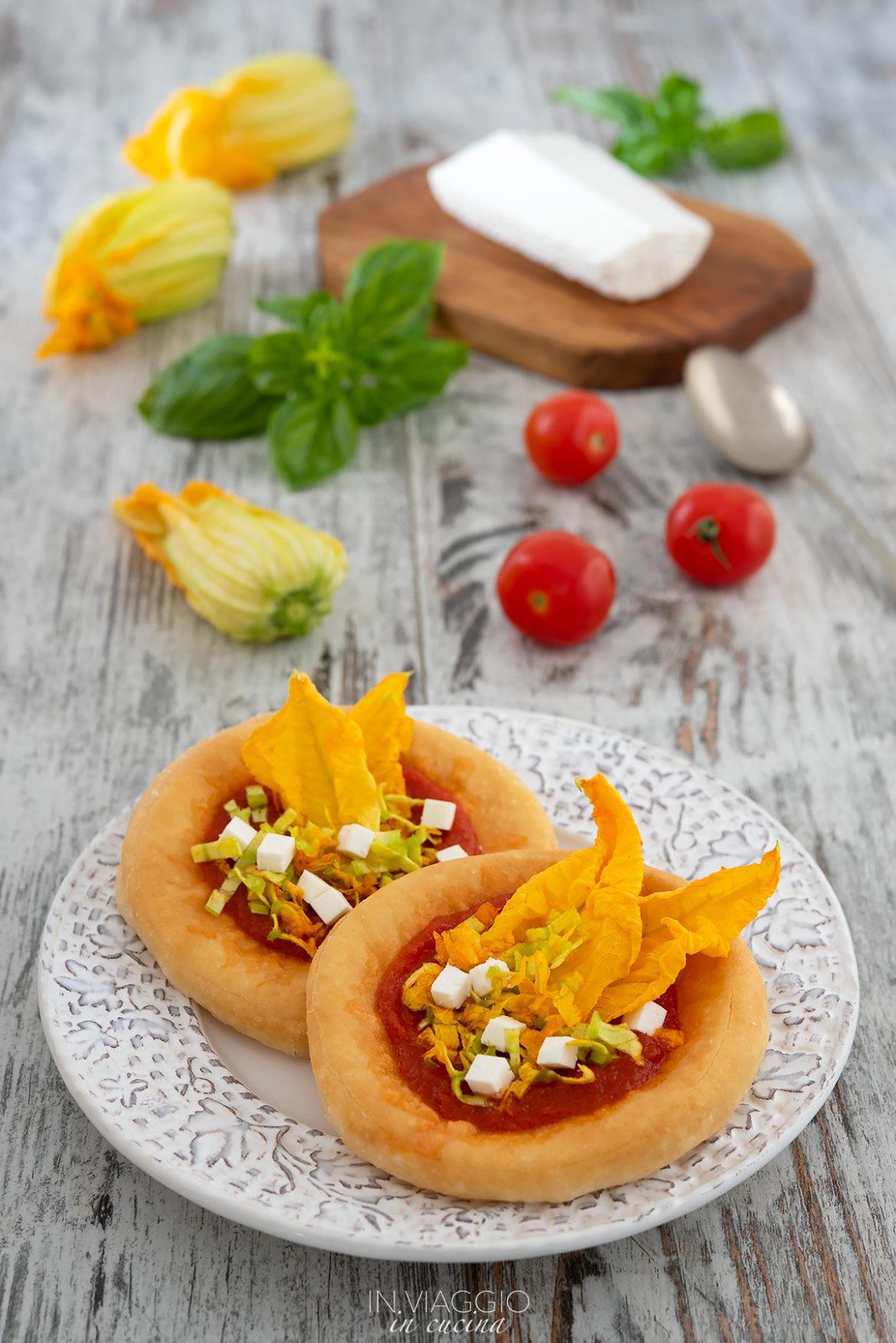 pizzelle con fiori di zucca e ricotta salata