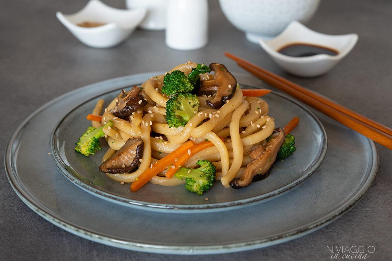 Ricetta Yaki Udon.Yaki Udon Con Verdure Saltate In Viaggio In Cucina